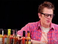 Johnny Knoxville på Hot Ones: